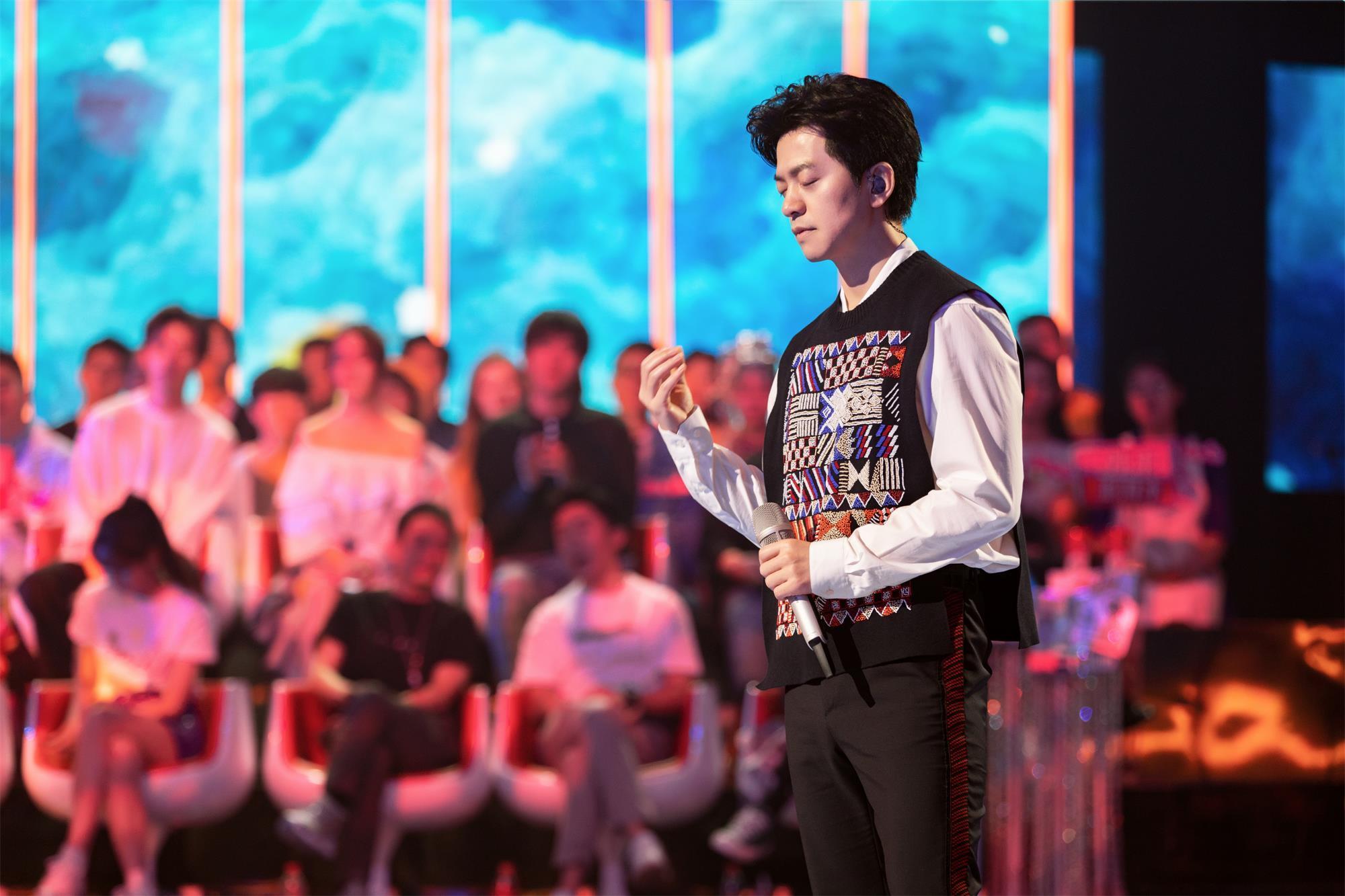 《我想和你唱》周五播出 李健被粉丝指出具备舞蹈功力