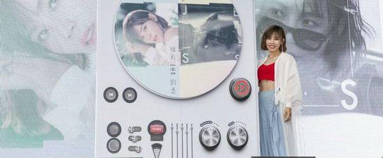 """李佳薇举办专辑""""薇唱会"""" 一口气唱遍新专"""