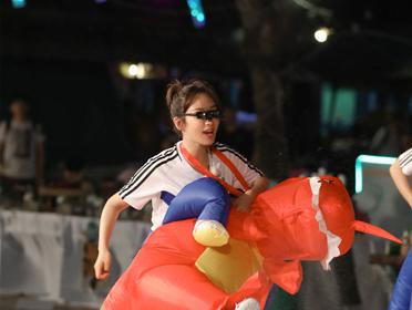 """综艺节目《高能少年团》杨紫踢""""乌龙球"""""""