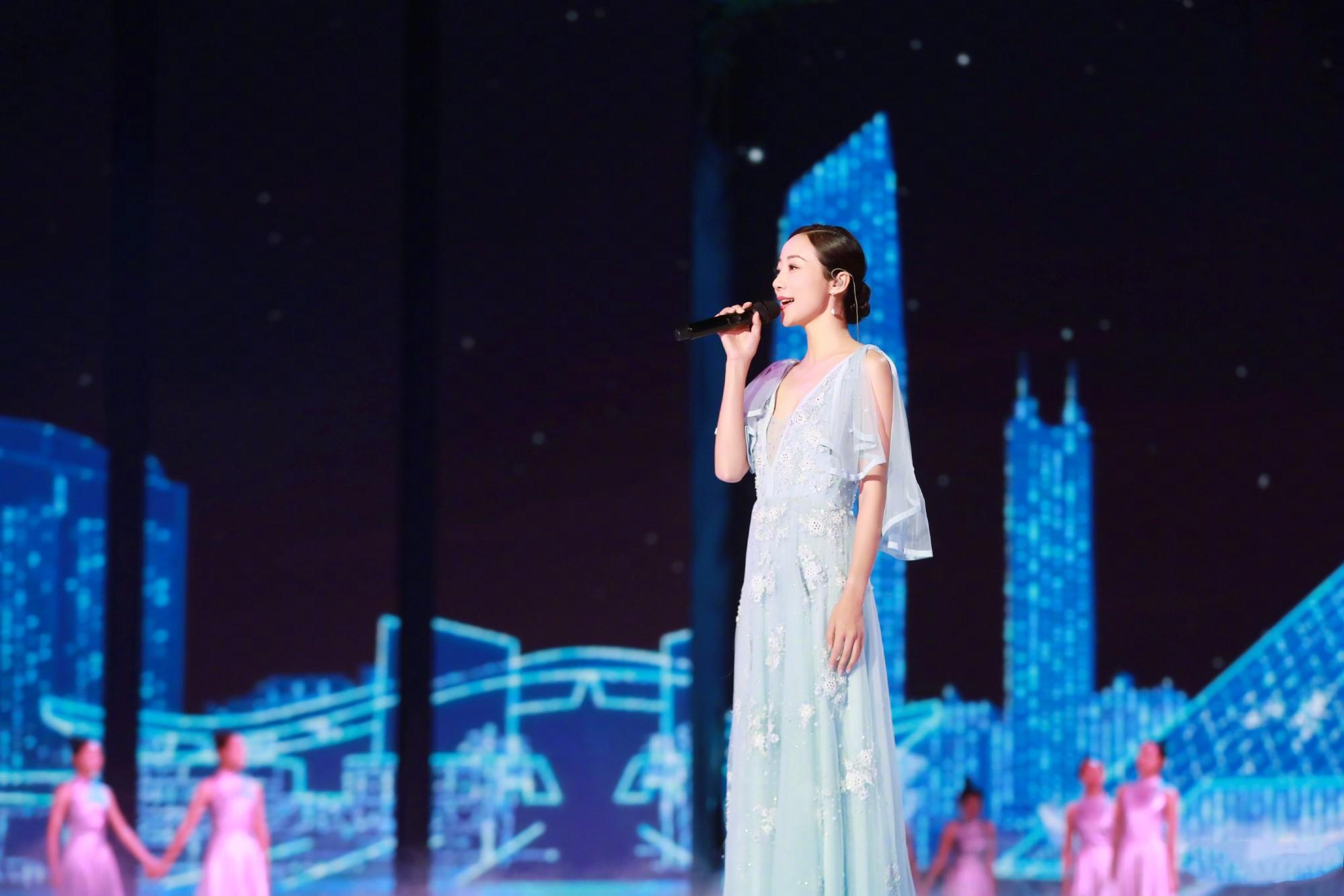 韩雪登央视湖南卫视中秋晚会献唱
