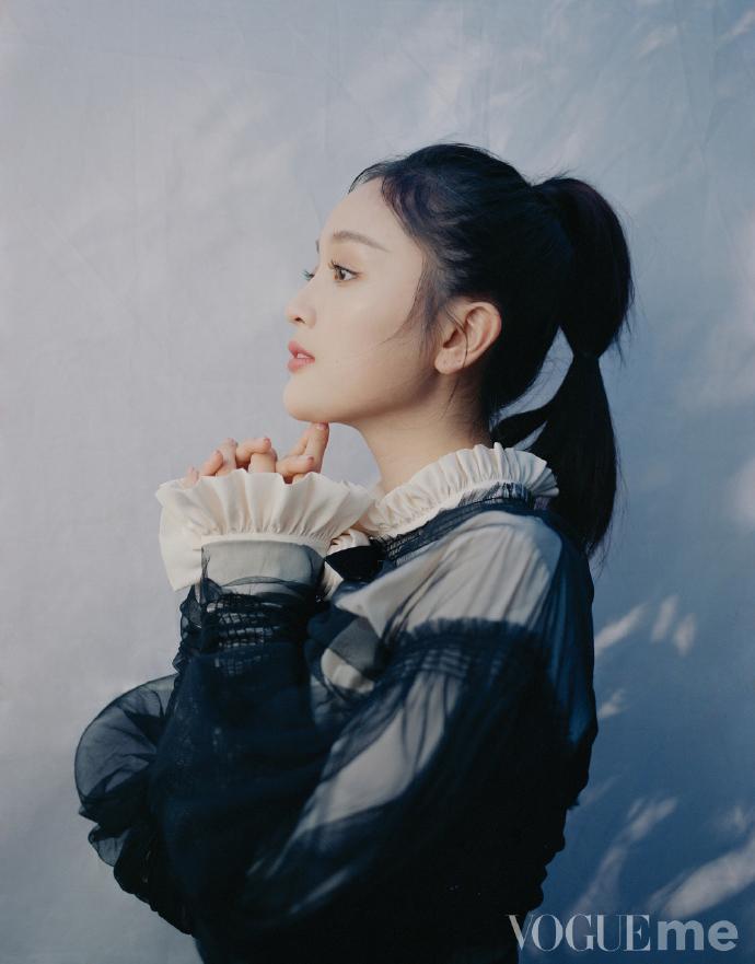 吴宣仪个人杂志大片 白纱笼罩朦胧精致仙气足
