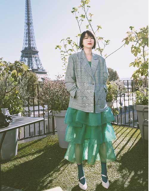 黄璐巴黎时尚周活动现场新造型摩登俏皮