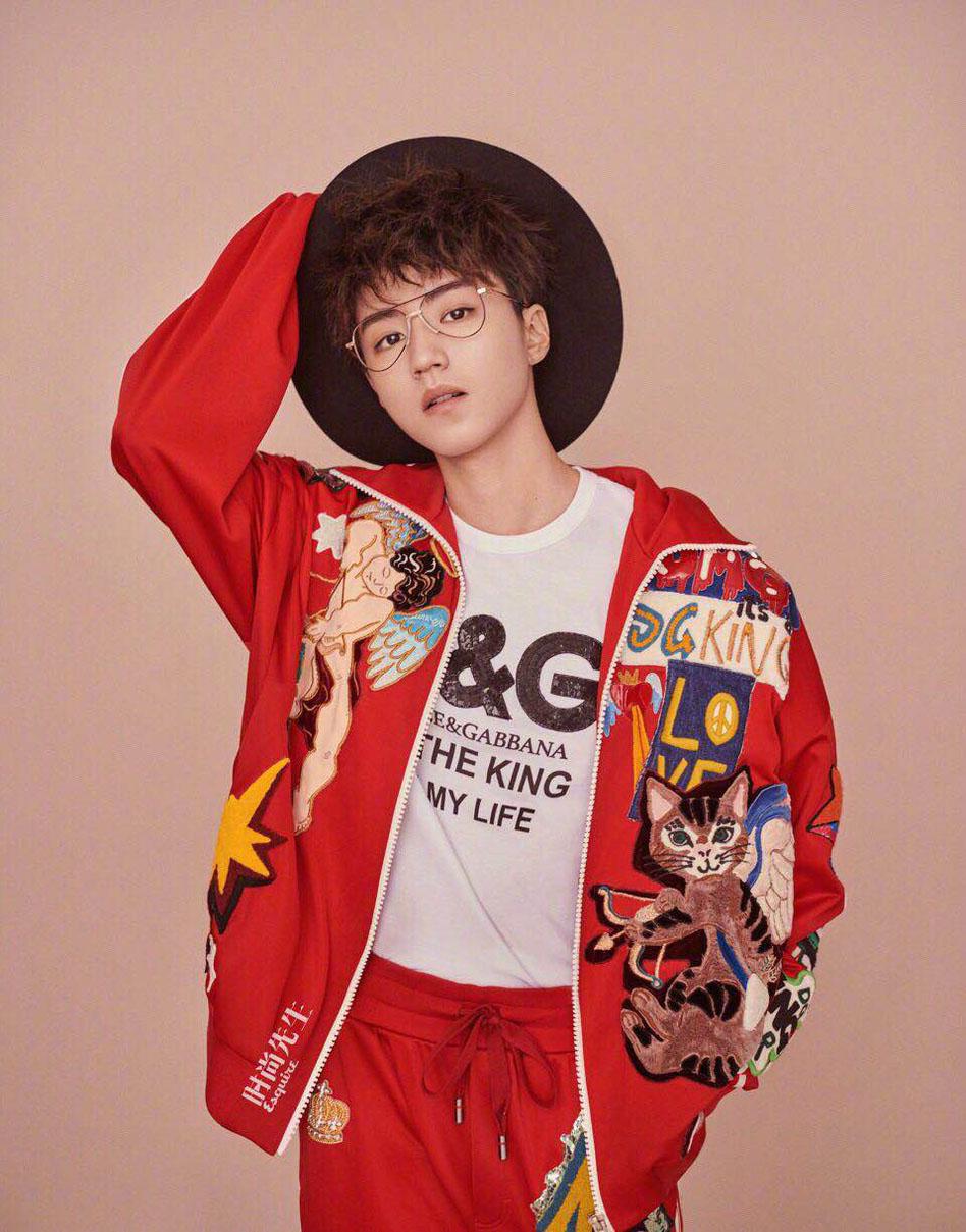 王俊凯时尚大片风格多变 眼神清澈气质日渐成熟