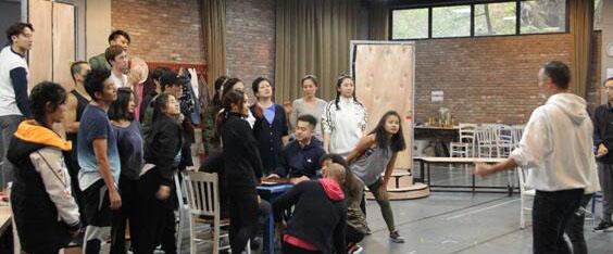 目前,本季《妈妈咪呀!》剧组已在北京大道戏剧谷进行了一月有余的紧张排练,不同年龄、不同经历...