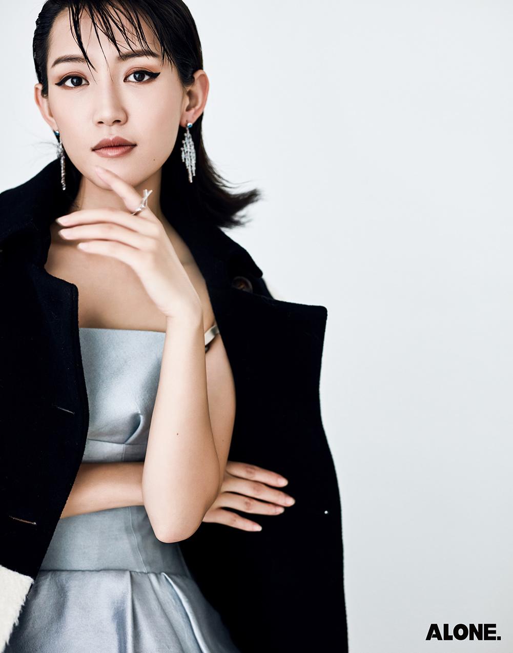 苏青的最新综艺《超新星全运会》也于每周四晚八点在腾讯视频独播,她与众星一起为竞技全力以赴,期待她在其中的精彩表现。