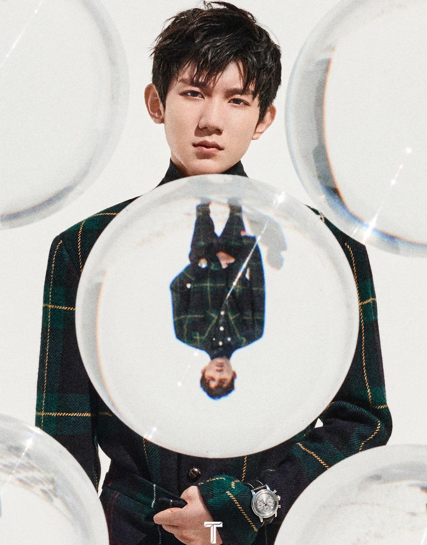 王源最新杂志大片演绎英伦风 粉色巨石上伸展肢体表现力足