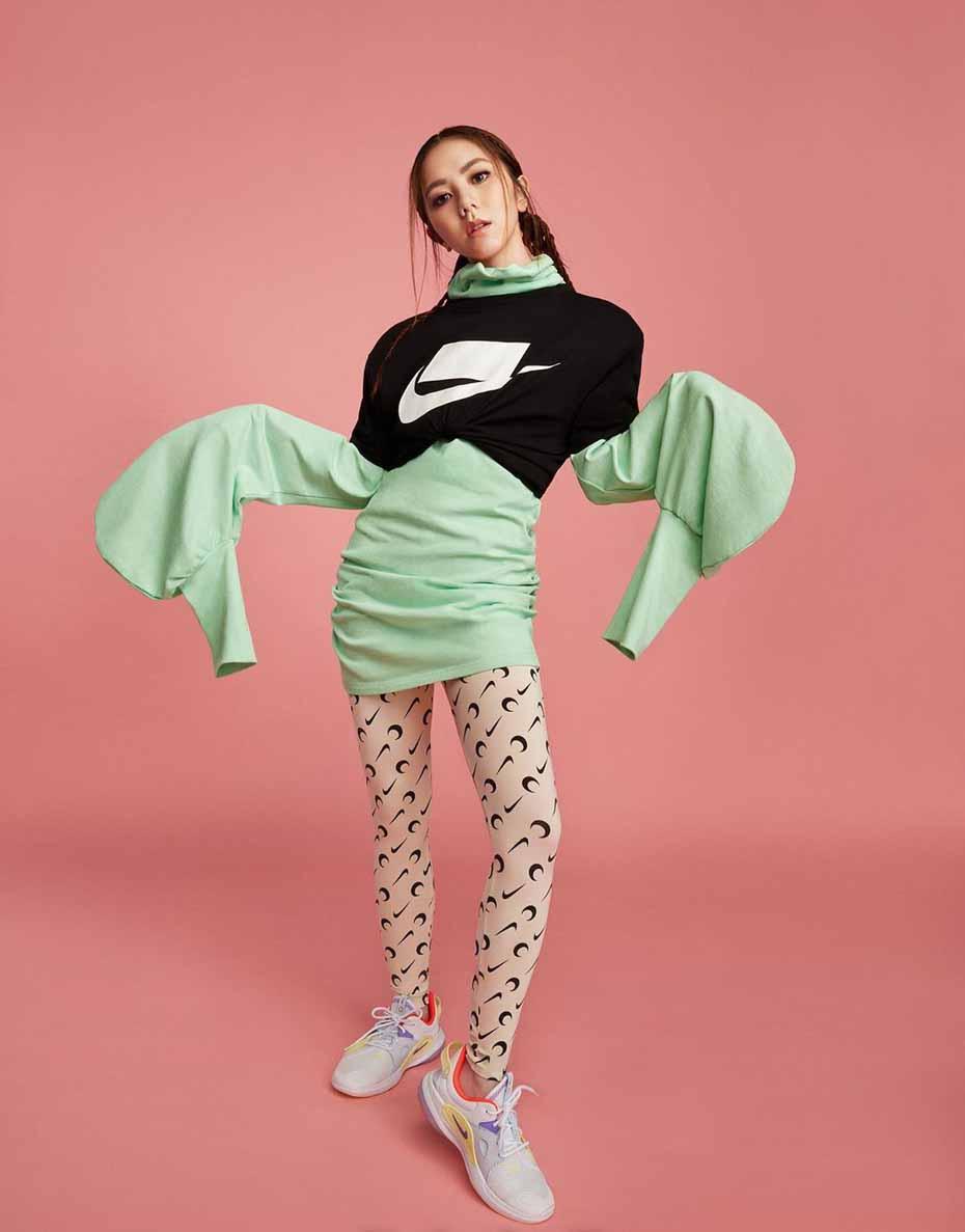 邓紫棋变身运动girl拍摄大片 驾驭多种夸张元素时尚感强