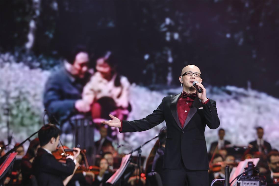 歌手平安参加苏州音乐会活动献唱《追寻》