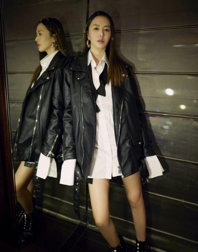 谭维维穿黑色皮衣玩下衣失踪 星月编发抢眼显时尚气质