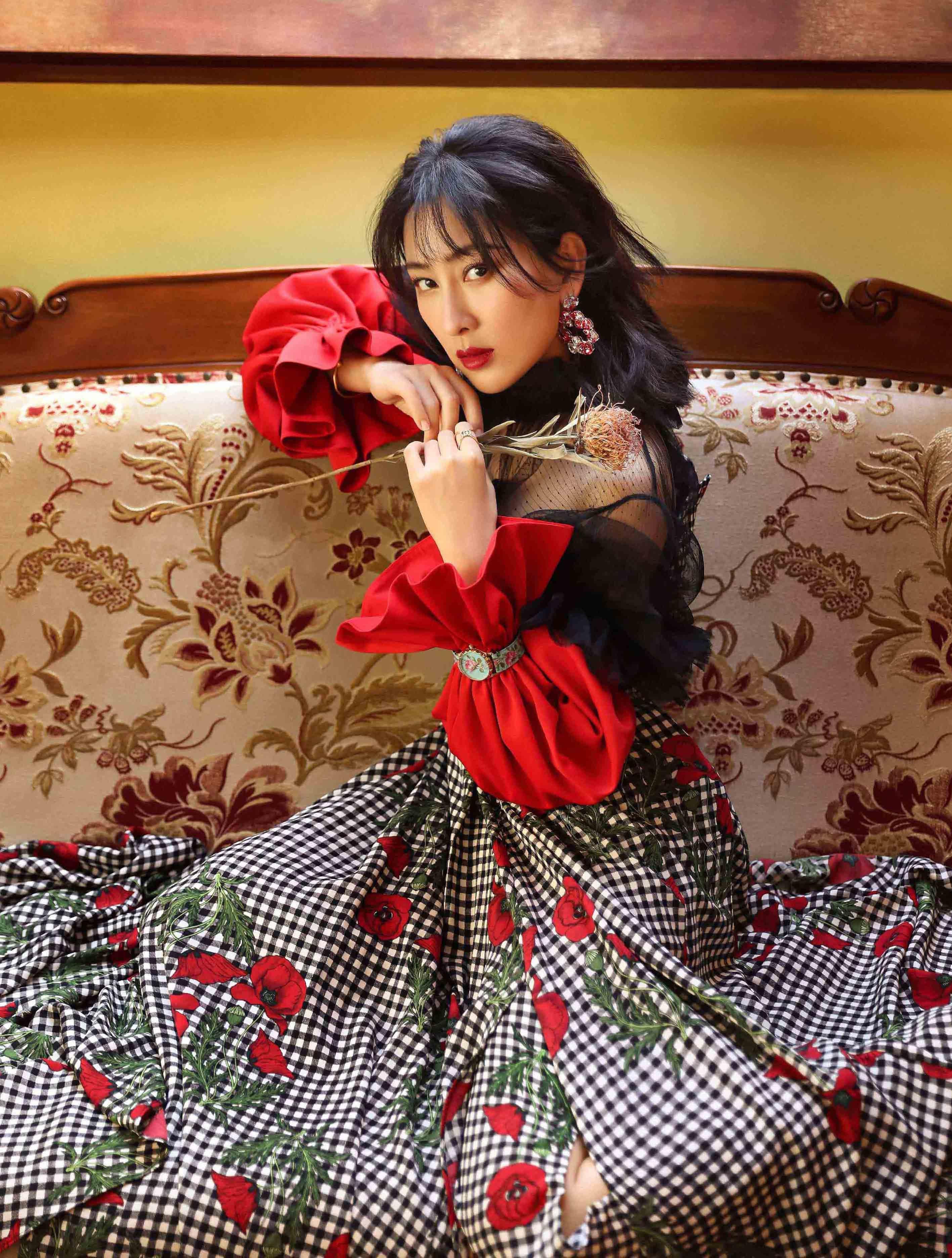 马苏复古杂志封面曝光 优雅从容散发成熟女性魅力