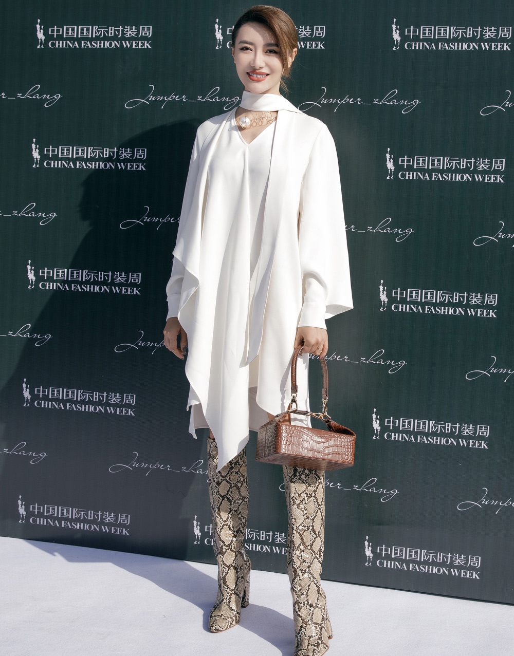 爱戴亮相中国国际时装周  高贵优雅不失风范