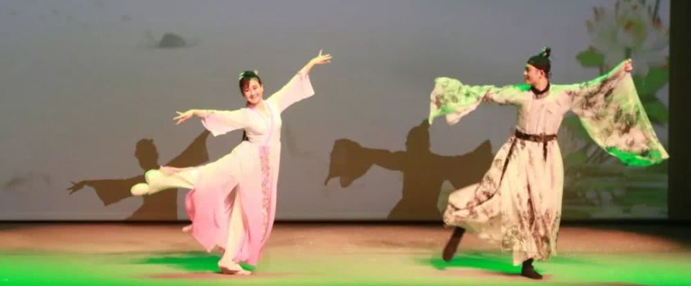 南京市话剧团原创形体剧《莫愁 莫愁》狮城上演