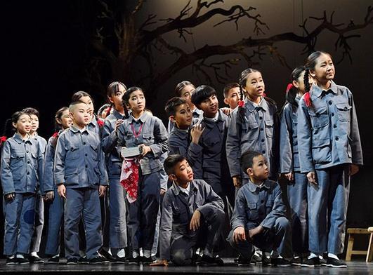 原创抗战题材儿童剧《箱子里的图书馆》在京首演