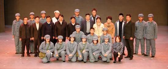 创新主题教育形式话剧《庄严的审判》于延安公演
