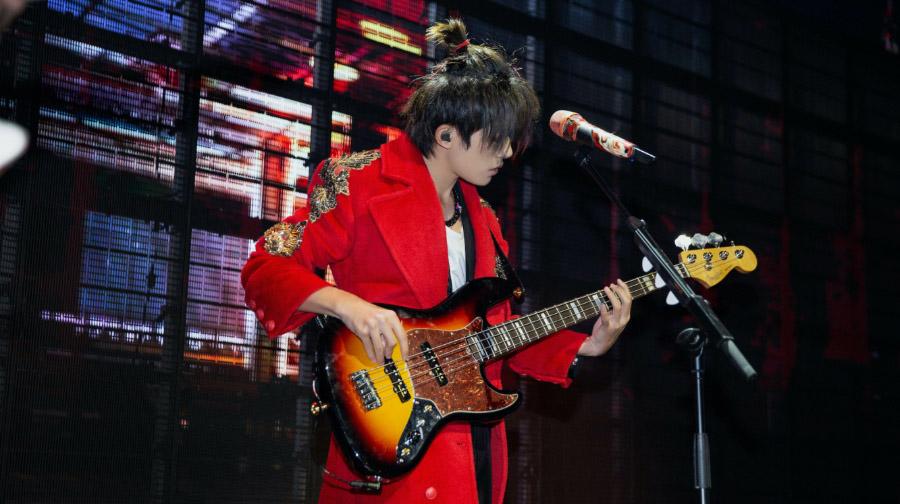 """易烊千玺""""玊尔""""演唱会上海开唱 上演情景式live"""