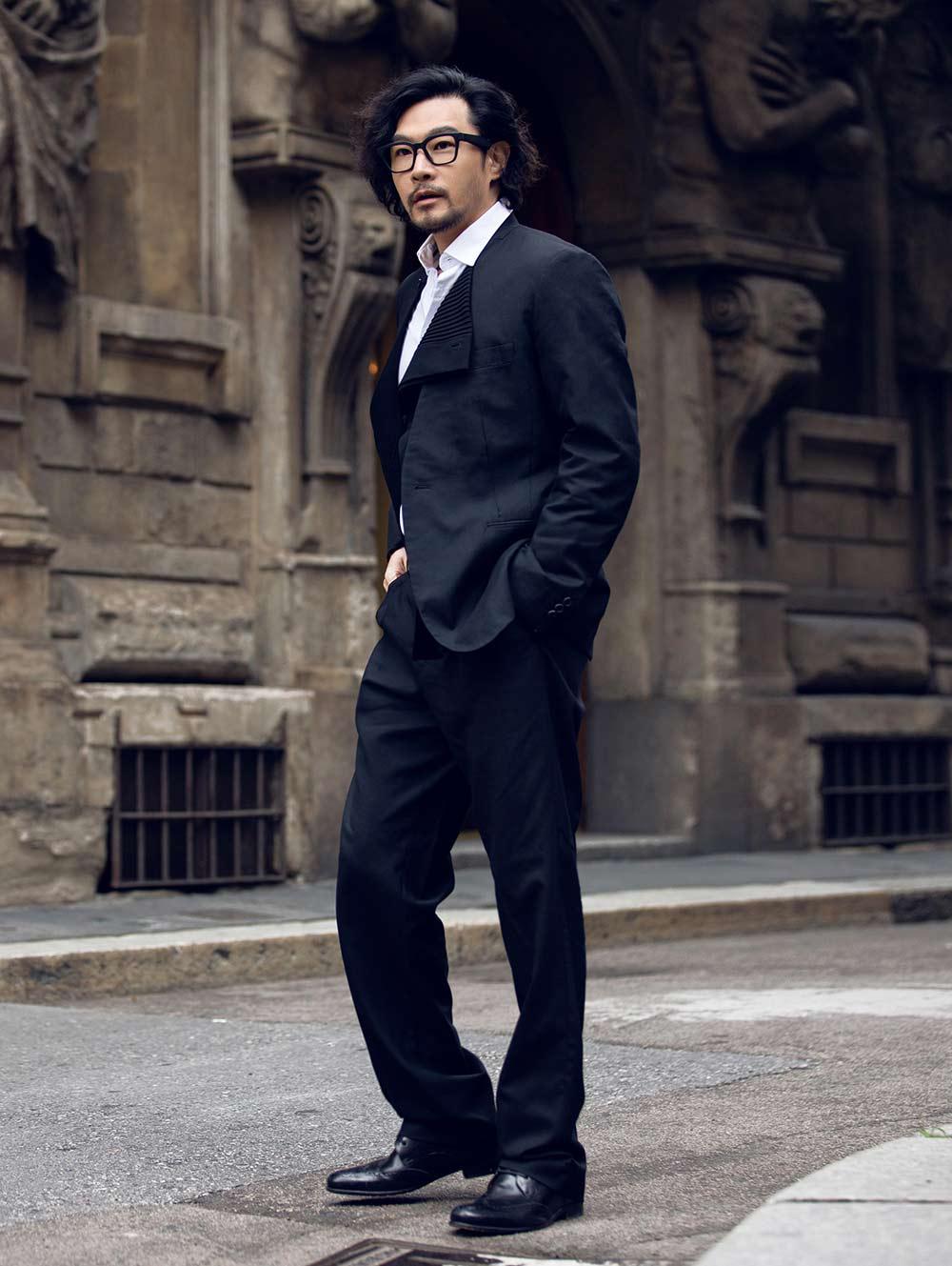 黄维德黑色西装绅士有型 释放硬汉荷尔蒙