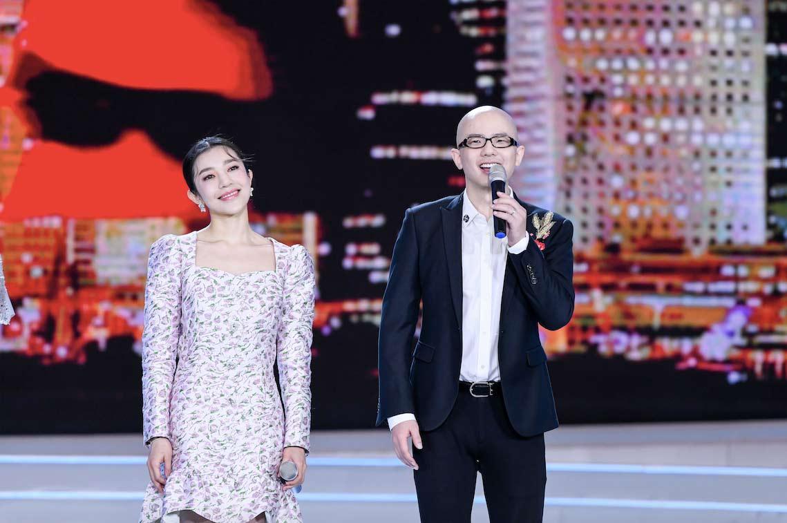 平安献唱《东方之珠》展现两岸歌手合作新风采