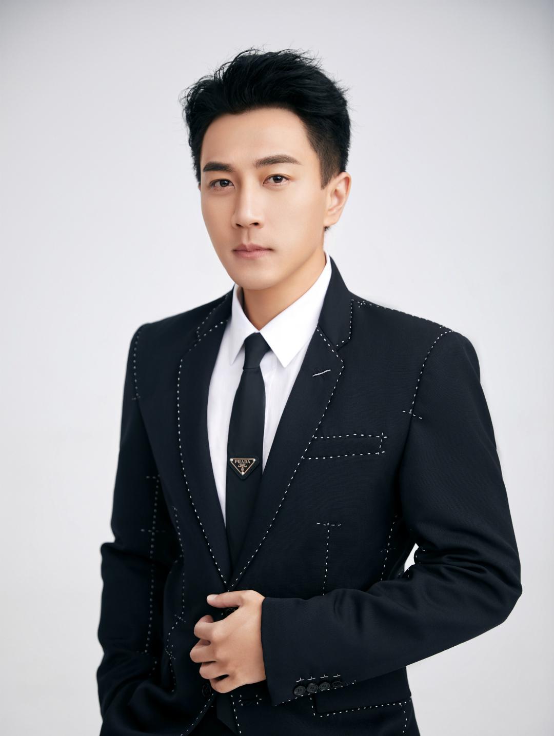 刘恺威最新西装写真 黑白碰撞绅士的品格