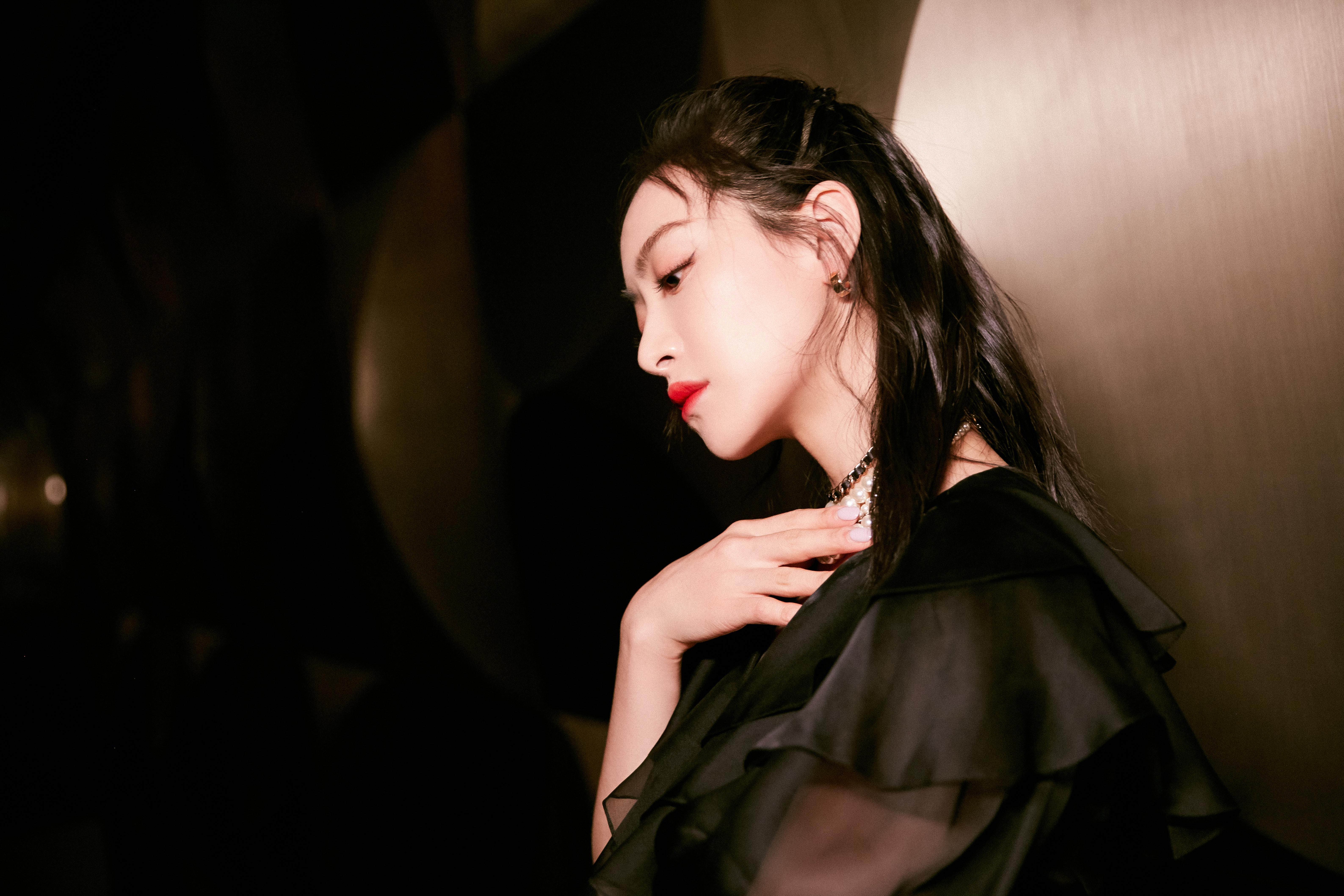宋茜出席湖南卫视五四晚会 演唱《下一站是幸福》