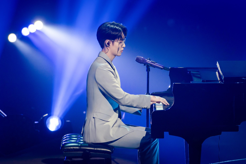 张艺兴《我是唱作人2》钢琴弹唱引关注