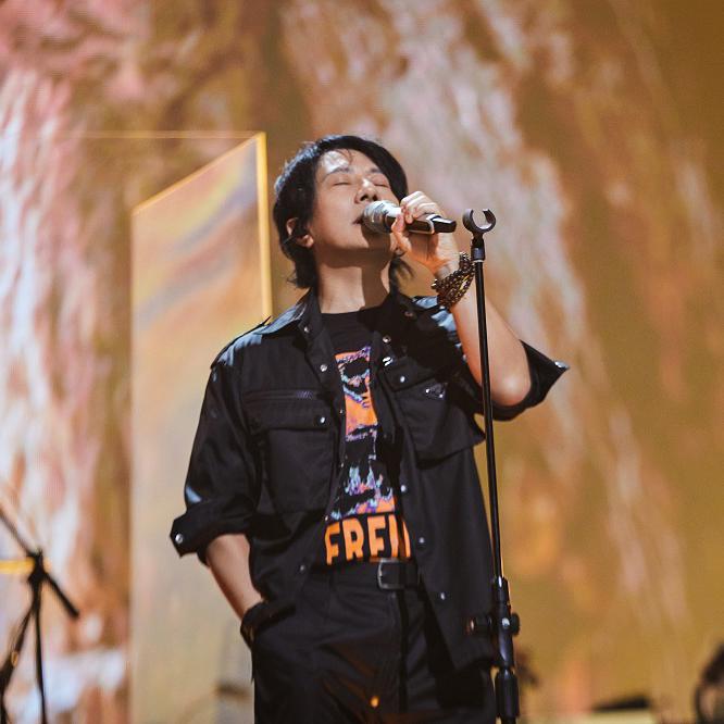 郑钧:硬核浪漫背后是摇滚保真的内核