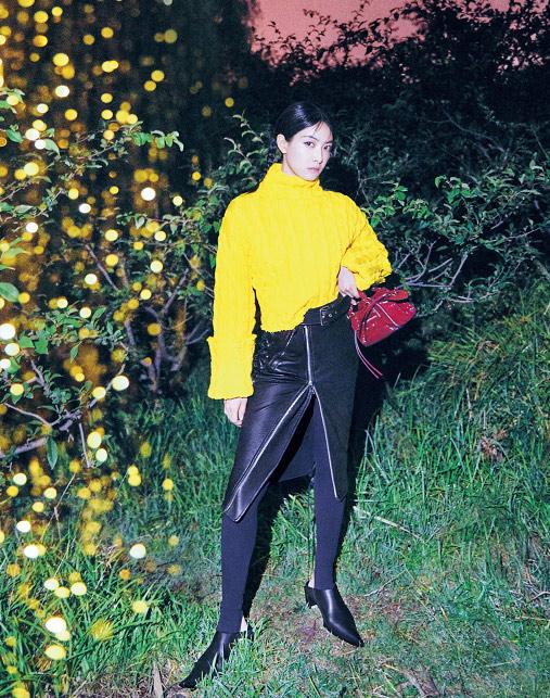宋茜最新杂志大片 变身冒险女孩夜游奇幻乐园
