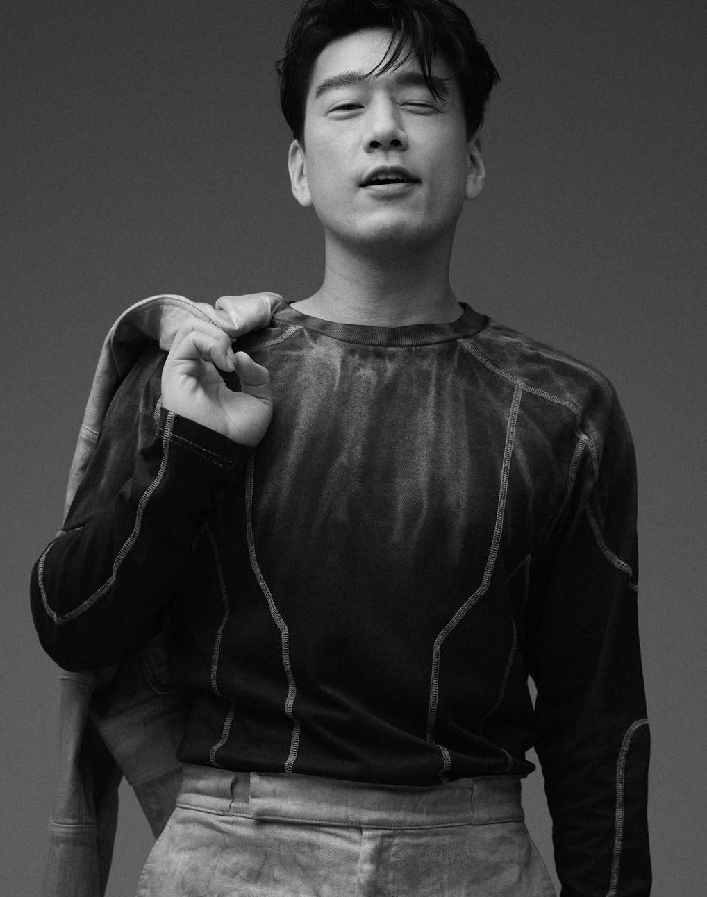"""王耀庆八月时尚芭莎大片释出 """"精英男士""""尽显不同面"""