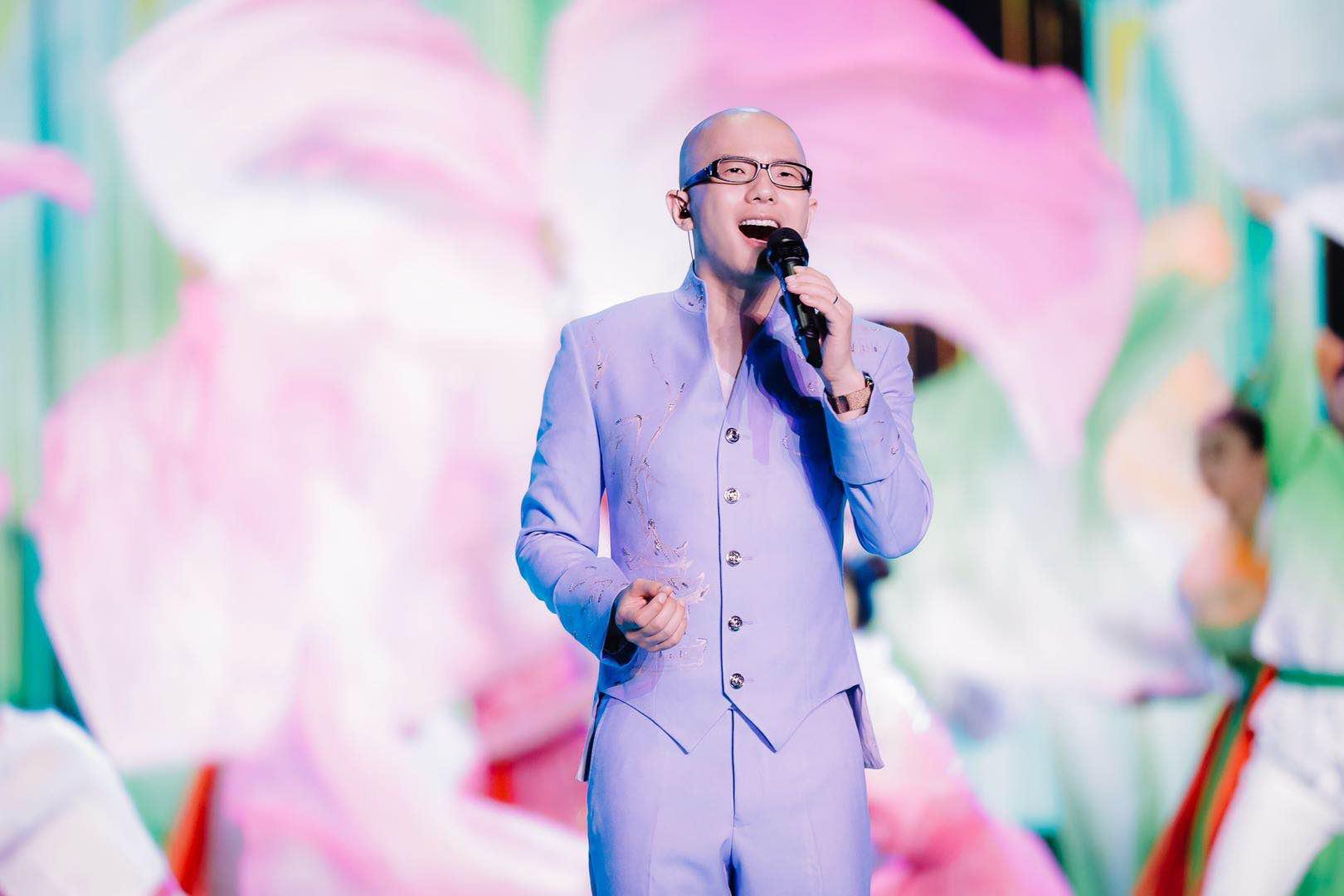 歌手平安央视七夕晚会压轴献唱《和祖国在一起》