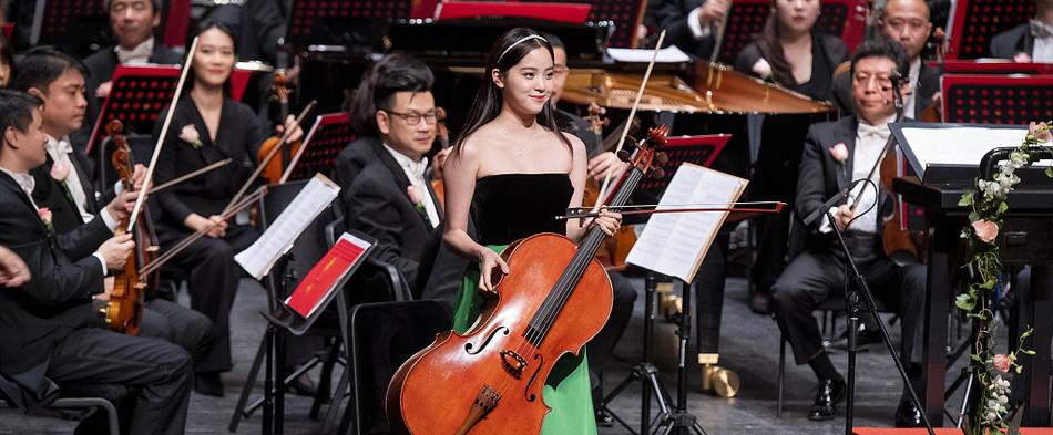 欧阳娜娜出席北京国际音乐节闭幕音乐会演出