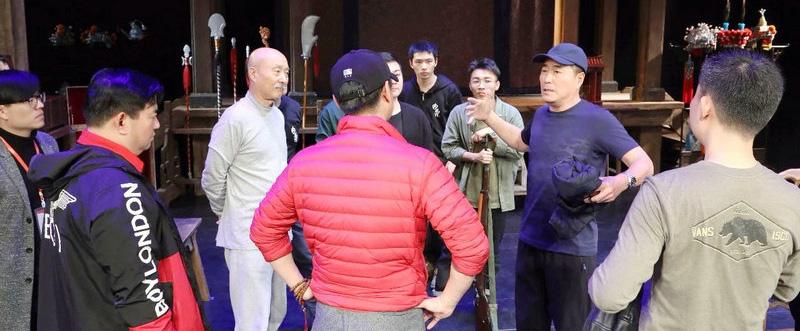 杨立新主演话剧《戏台》开启全国巡演