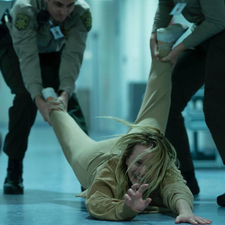 由环球影业出品的悬疑惊悚力作《隐形人》将于12月4日正式在内地上映。