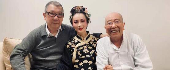 谢兰吴樾主演话剧《大宅门》在京演出
