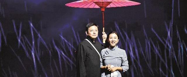 原创话剧《游走的红纸伞》深圳直播首演